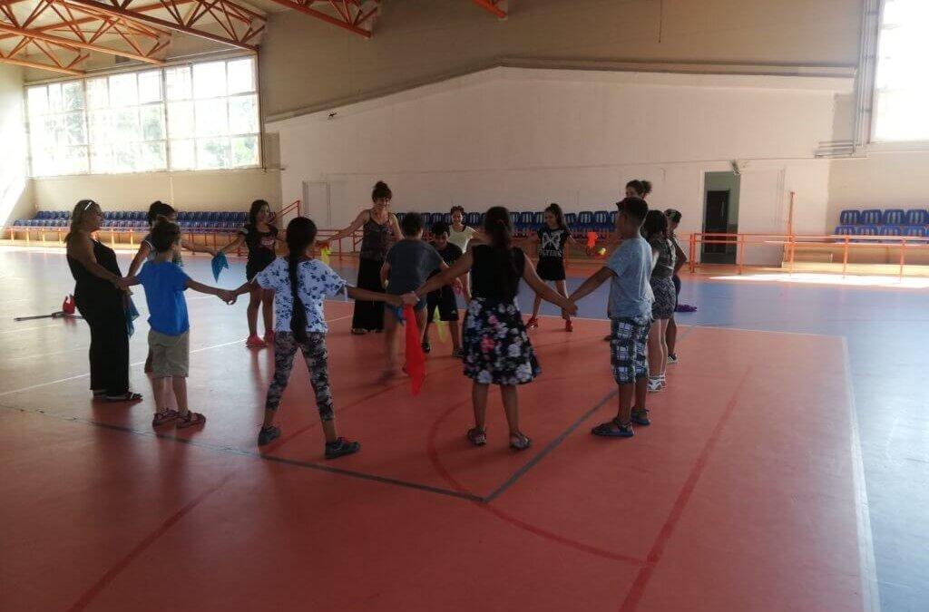 Școala de vară interculturală începe astăzi pentru copiii din comunitățile din Pata Rât